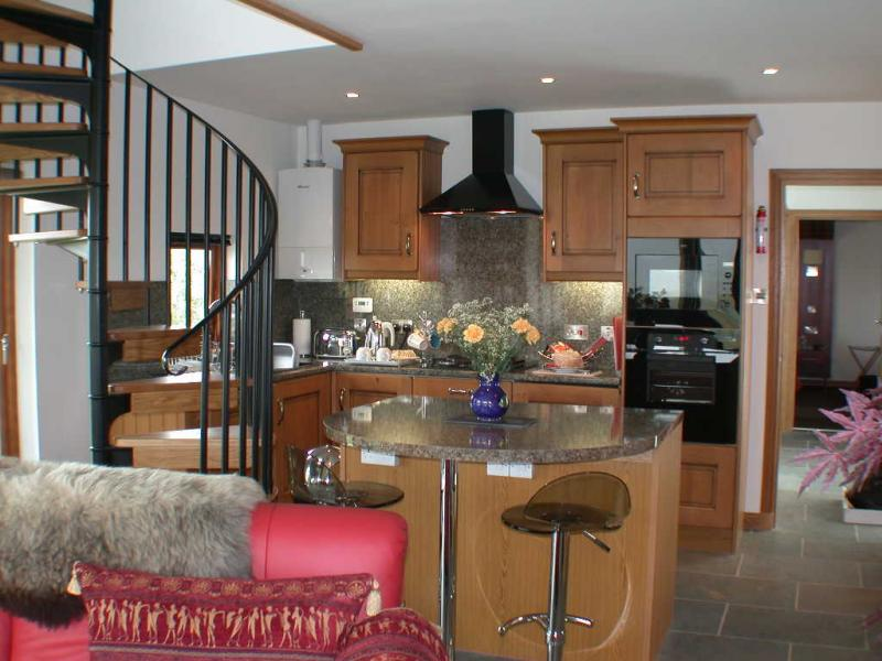 A fully fitted 5* kitchen adjoining